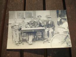 CPA PHOTO A SITUER - TERRASSE DE CAFE VERS 1910 - BUVEURS DE BIERE ( REGION DE CHARLEROI ) - België