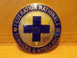 PLAQUE DE VEHICULE DE FEDERATION NATIONALE DES SERVICES D'AMBULANCE, DIAMETRE 6 CM POIDS 40 GRAMMES , OCCASION, ETAT VOI - Firemen