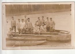 *** MILITARIA *** Soldat Photo Carte Soldats  (pont De Bâteaux ) Noté Au Dos Souvenir De Versailles - Uniforms