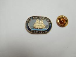 Superbe Pin's En Relief , Marine Bateau Voilier  , The Endeavour Réplica - Barcos
