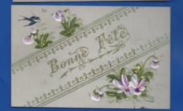 Carte En Celluloid   Peint à La Main   Bonne Fête Fleurs Et Hirondelle - Fantasia