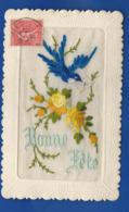 Carte Brodée    Bonne Fête      Fleurs Et Hirondelle   écrite En 1926 - Bestickt