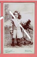 PHOTOGRAPHIE CDV ENFANT AVEC JOUET CHEVAL A BASCULE PHOTOGRAPHE JOSEPH 225 RUE DE BOURGOGNE A ORLEANS LOIRET - Anonymous Persons