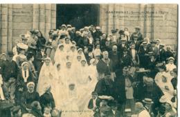 79 -  Parthenay : Sortie De Messe à L' Eglise St Laurent Un Jour De Confirmation - Parthenay