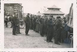 Photos - Originale - .photo Orig. Soldats Luftwaffe En Ligne Pour Le Repas - 2GM - 10x7 Cm - Guerre, Militaire