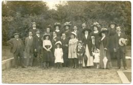 Photo - Scène - Vie - Famille - Costumes - Personnes Anonymes