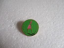 Pin's C.A.E.F 92 - Ligue De Bretagne De Golf. - Golf