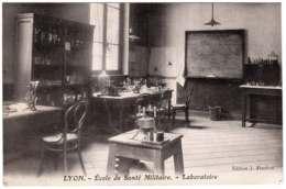 69 - B25244CPA - LYON - Ecole De Santé Militaire - LABORATOIRE - Parfait état - RHONE - Altri