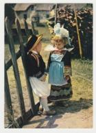 Folklore Bretagne N°10 Couple Fillette Et Garçon En Costume Région De Pont-Aven Riec Sur Belon Nevez Timidité En 1985 - Pont Aven