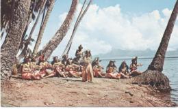 Tahiti : Belles Danseuses Sur La Plage De Punaula . - Tahiti