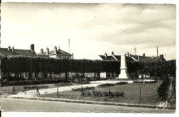 77    GRISY SUISNES      Place Du Monument   Edit ARLIX - Autres Communes