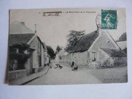 CPA 91 ESSONNE - LA BRETONNIERE : Le Rond-point De La Chaumière - Scène Animée (chien, Poules) - France