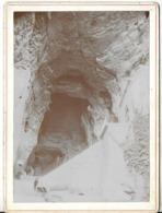 PHOTOGRAPHIE LA BALME LES GROTTES 38 ISÈRE ENTRÉE DE LA GROTTE PHOTOGRAPHIE  DE 1902 PRISE PAR GAYMARD AMBERIEU EN BUGEY - Places