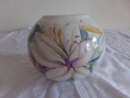 Vase Boule En Céramique Blanche à Décor D'orchidée - Cerámica Y Alfarerías