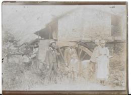 PHOTOGRAPHIE CHALEY 01 AIN ?? GROUPE PERSONNES DEVANT ROUE D'UN MOULIN  ?? DATÉE DE 1901 - Places