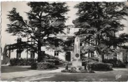 D01 - FERNEY VOLTAIRE  - LA MAIRIE - Monument - CPSM Dentelée Petit Format En Noir Et Blanc - Ferney-Voltaire