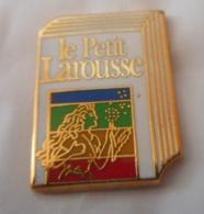 A045 -- Pin's Duseaux Le Petit Larousse - Médias