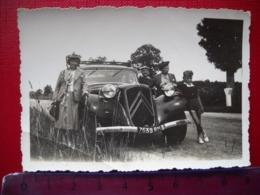 Photo D ' Une Automobile  Citroen Traction . - Automobili