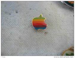 Pin's Embleme De La Pomme D'APPLE, Petit Modele. (Diametre De La Pomme 10mm) - Computers