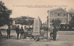 CPA (13) LES SAINTES MARIES DE LA MER Le Monument Aux Morts Et La Grand Rue (2 ,scans) - Saintes Maries De La Mer