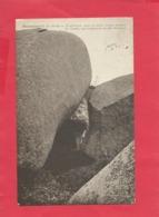 CPA -  Ploumanac'h -(C.-du-N.) - Troglodytes- Sous Ce Rocher Habita Pendant Des Années Une Nombreuse Famille Bretonne - Ploumanac'h