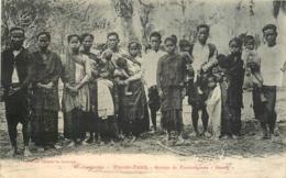"Cambodge PNOM-PENH Groupe De Cambodgiens "" Khong "" CPA Ed. Poujade De Ladevèze N°47 - Kambodscha"