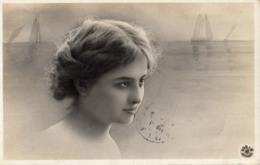 Femme Photo 769 Surréalisme Mer Artiste 1900 - Vrouwen