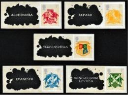 GROSSBRITANNIEN GRANDE BRETAGNE GB 2007 HARRY POTTER HOGWARTS CRESTS & SPELLS SET 5V 1ST CLASS SELF ADHESIVE MNH - Blocks & Kleinbögen