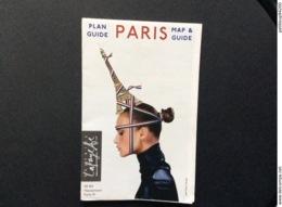 PLAN GUIDE PARIS  Galeries LAFAYETTE   MAP & GUIDE  Tour Eiffel  ANNEE 2011 - Europe