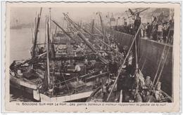 BOULOGNE SUR MER LE PORT LES PETITS BATEAUX A MOTEUR RAPPORTENT LA PECHE DE LA NUIT 1948 - Boulogne Sur Mer