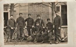 Rare Cpa Groupe De Poilus Du 4 E Avec Fusils Et Baïonnettes Et Vélo - 1914-18