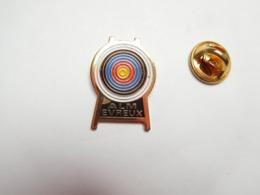 Beau Pin's , Tir à L'arc , Cible , ALM Evreux , Eure , ATTENTION : Léger Manque De Peinture - Boogschieten