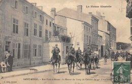 55. N° 103643 .saint Mihiel .rue Portee A Meuse .le Retour Du Camp De Chalons . - Saint Mihiel