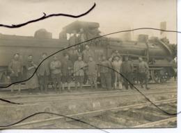 PHOTO Animée. D02. Trosly-Loire. Soldats Qui Posent Devant Train Vapeur. Micheline NORD. PLM .  JANVIER 1918 - Krieg, Militär