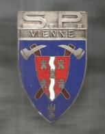 INSIGNE , POMPIER , S.P.  VIENNE, Chobillon,Paris , Frais Fr 1.75 E - Pompiers