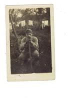 Carte Photo Militaria 2 Mai 1916 Militaire Soldat Képi Bijou Montre Gourmette Bague Matériel Sur Pied Appareil Photo ? - Personaggi