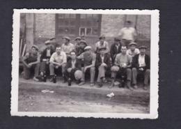 Photo Originale Groupe D' Ouvriers  Usine Bouteille Vin  ( Archives Bourreau Sermaize Les Bains ) - Métiers