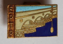 Rare Insigne De Boutonnière émaillé EPTP école Nationale Des Ponts Et Chaussées ??? à Identifier - Organisaties