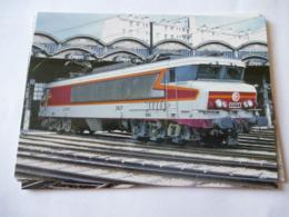 PARIS-CHAROLAIS (75) : LOCO CC 6573 Au Dépôt En 1982 - Trains