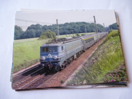 CHARTRETTES (77) : LOCO CC 7132 En Tête D'un Train Voyageurs En 1979 - Trains