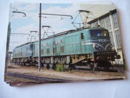 VILLENEUVE-SAINT-GEORGES (94) : LOCO 2D2 9128 Au Dépôt En 1979 - Trains