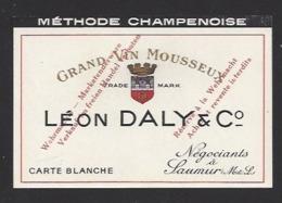 Etiquette De Vin De Mousseux Années 40 - Reservé à La Wehrmacht  -  L. Daly à Saumur - Labels