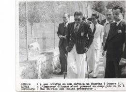 L'Empereur D'Annam Dao Dai à En Son Chateau De Thorene à Cannes Et M. Charles Son Ancien Précepteur. - Personnes Identifiées