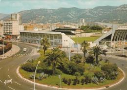 REF.HP . CPM . 83 . TOULON . LE ROND POINT BONAPARTE . ET LE STADE MAYOL - Toulon