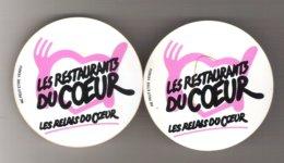 Lot De 2 Badges   Restaurant Du Coeur - Unclassified