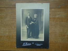 Ancienne Carte Photo Assez Rare , Couple De Bretons ( 20 X 15 Cm ) Prise à Brest - France