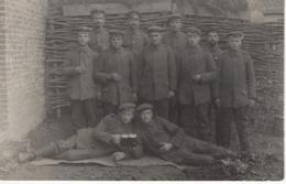 No. 8 - Foto-Ak  Vom Frankreich -feldzug Feldzug Blitzkrieg 1939-40 2. WK - Gruppenfoto Soldaten Beim Feiern - Fotografie