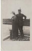 No. 13 - Foto-Ak  Vom Frankreich -feldzug Feldzug Blitzkrieg 1939-40 2. WK - Mann Mit Blindgänger Bombe - Fotografie