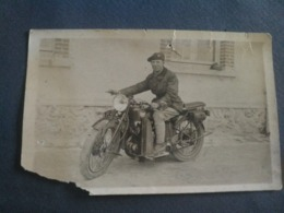Carte Photo Moto Ancienne. Bas Gauche Coupé Mais Belle Photo - Motos