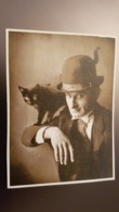Strange Man W Cat - Old Original Photo  - Black Cat  - Chat 1990s - Personnes Anonymes